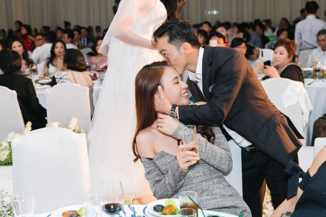 Trước hàng trăm ánh mắt, Cường Đô la công khai làm hành động ngọt ngào này với Đàm Thu Trang - Ảnh 5
