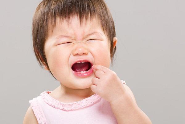 Trẻ mọc răng hàm: Thứ tự mọc răng và cách chăm sóc - Ảnh 3