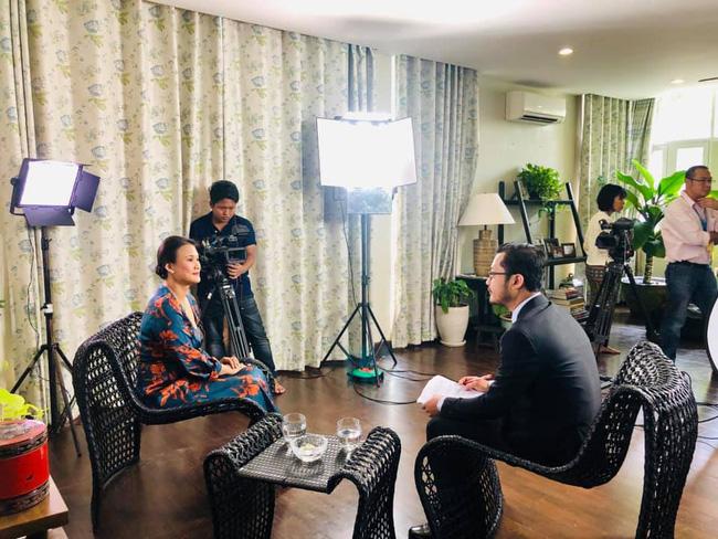 Vợ mới của chồng cũ Hồng Nhung lộ vòng 2 lớn bất thường sau 1 tháng tái hôn - Ảnh 1