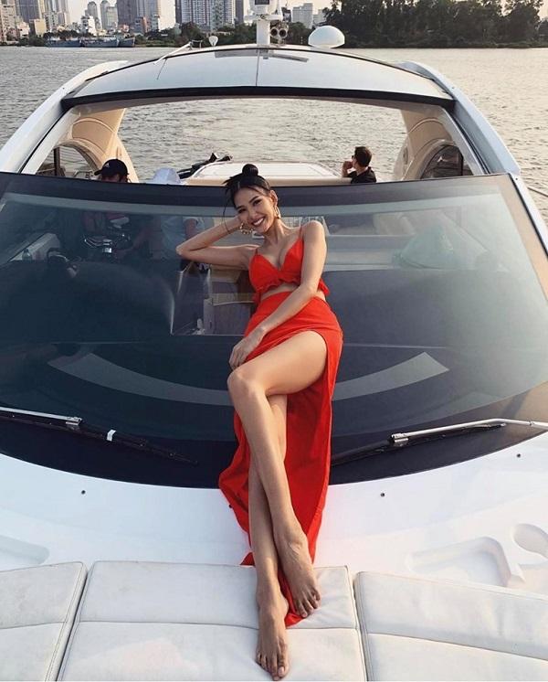 Chào hè, loạt mỹ nhân Việt khoe vóc dáng với bikini, váy vóc cực gợi cảm - Ảnh 2