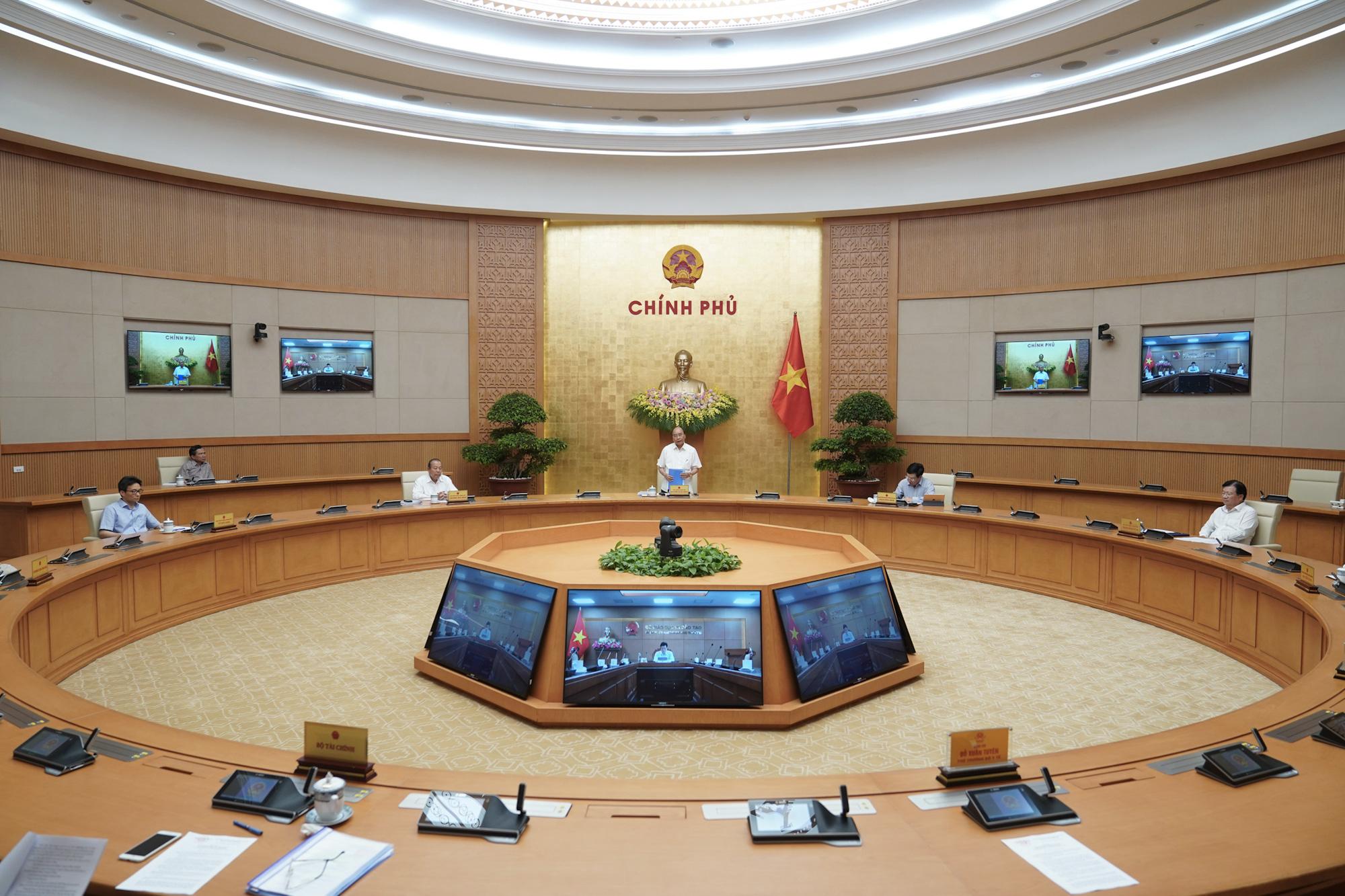 Thủ tướng: Rạp chiếu phim được mở cửa, không thực hiện giãn cách trong lớp học - Ảnh 2