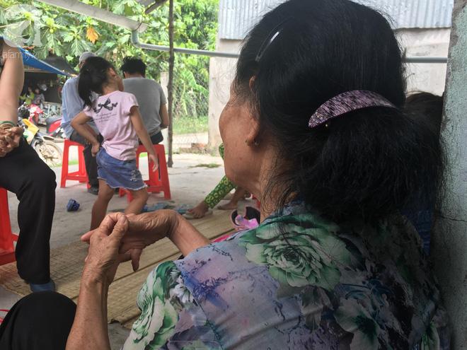 Bà nội bé gái 10 tuổi nghi bị bố ruột hiếp dâm nhiều lần ở Long An: Con bé sợ cả nhà bị bố giết nên nào dám kể cho ai nghe - Ảnh 4