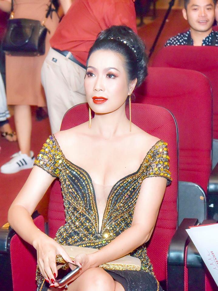 Ở tuổi U50, Trịnh Kim Chi khoe ngực 'khủng' lấn át nhiều chân dài kém tuổi - Ảnh 3