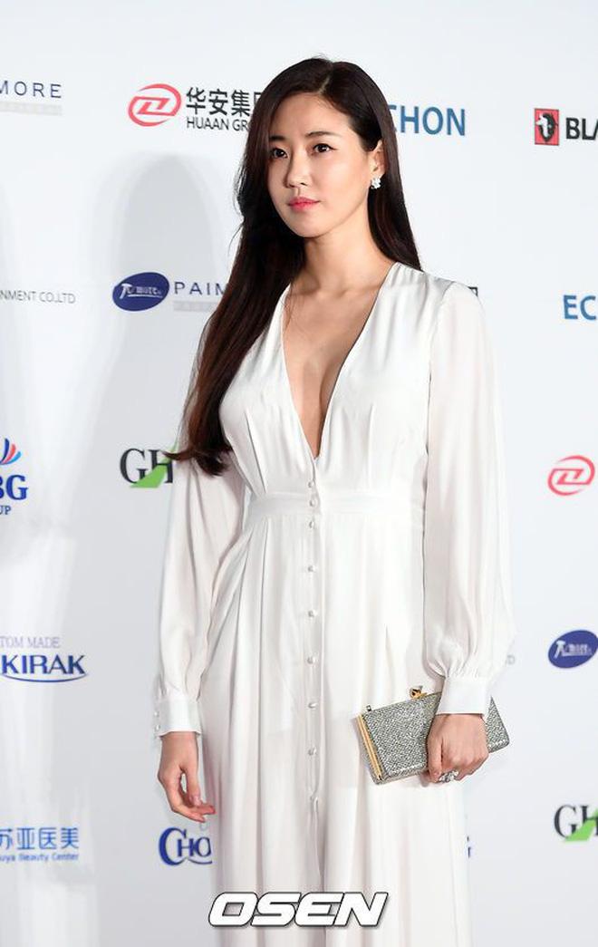 """Vòng 1 đẫy đà nên sợ khó mặc đồ, các nàng cứ học theo những mỹ nhân ngực """"khủng"""" xứ Hàn này là được - Ảnh 3"""