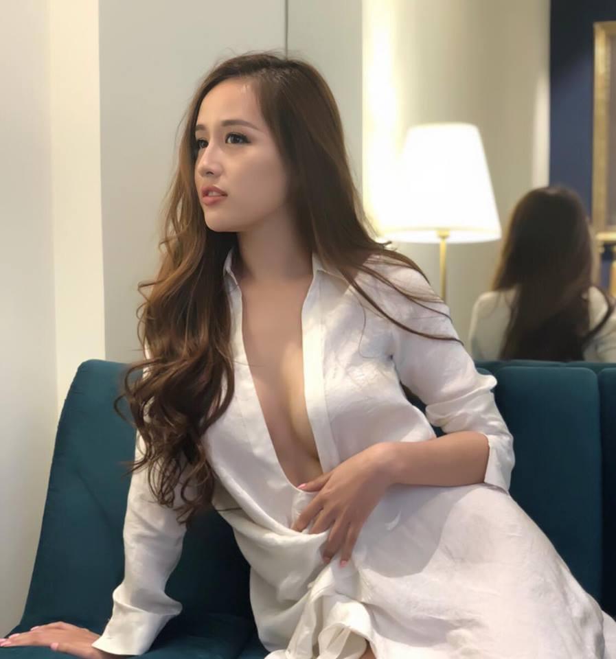 Gia nhập đường đua gợi cảm, Mai Phương Thúy mặc sơ mi hờ hững khoe vòng ngực gần 100cm  - Ảnh 6