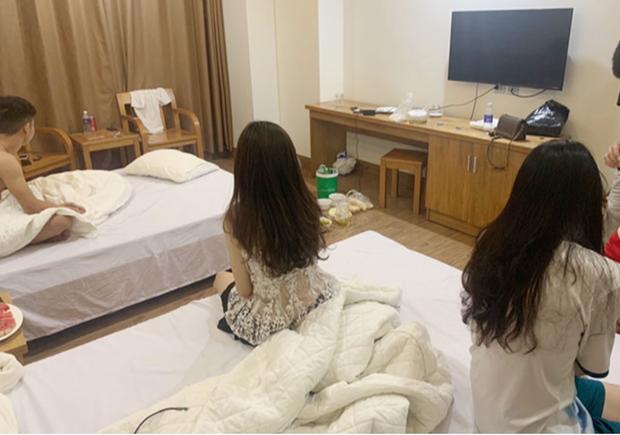 Bắt 3 cô gái trẻ vào khách sạn cùng 2 nam thanh niên để dùng ma túy - Ảnh 1