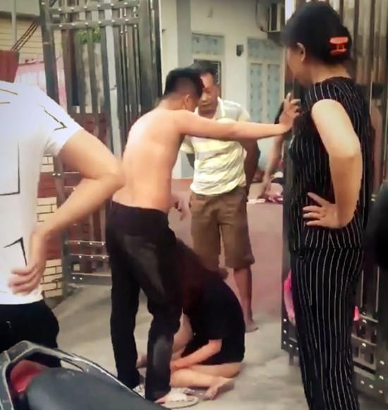 Diễn biến mới nhất vụ mẹ chồng và con dâu hợp sức đánh ghen, lột quần áo nhân tình trước cổng phòng trọ - Ảnh 1