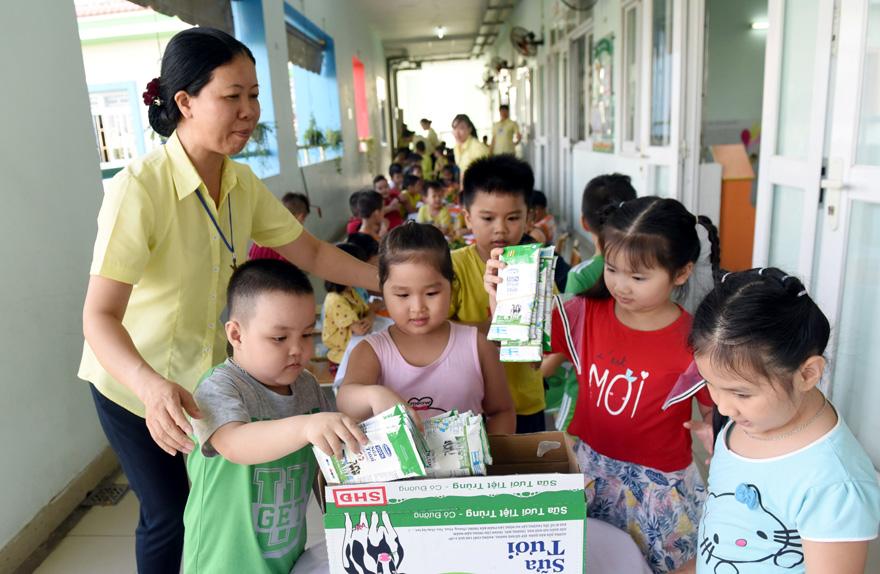 Sữa học đường TP. Hồ Chí Minh: Chương trình nhân văn đem lại nhiều niềm vui cho con trẻ - Ảnh 5