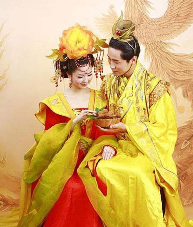 Vị Hoàng đế Trung Hoa có cuộc sống hôn nhân cực 'lạ': Suốt đời một vợ một chồng bởi lý do đằng sau u ám đến cực điểm - Ảnh 2