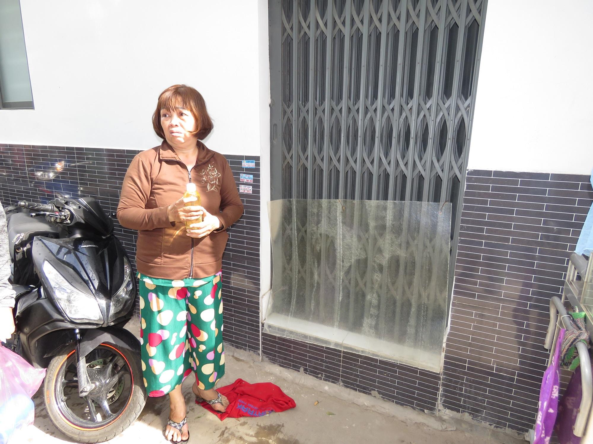 Vợ dùng xăng tưới đốt khiến chồng cùng con gái bỏng nặng ở Sài Gòn - Ảnh 1