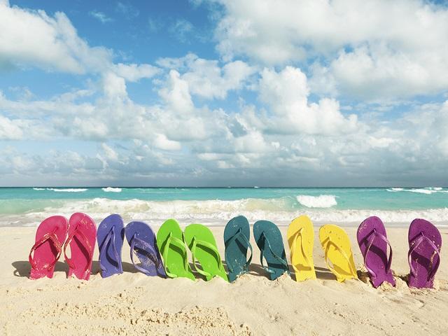 Bạn có biết 5 kiểu giày chuyên dùng ra biển? - Ảnh 1
