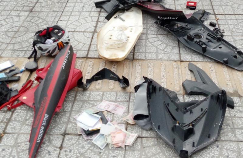 Nam thanh niên đánh người phụ nữ rồi tháo bung chiếc xe máy - Ảnh 1