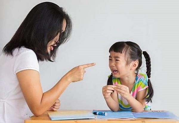 3 hình phạt bố mẹ thường xuyên áp dụng nhưng làm tổn thương con cả đời - Ảnh 1