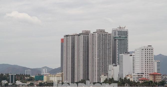 """Cao ốc, khách sạn chọc trời đua nhau """"che"""" mặt biển Nha Trang - Ảnh 1"""