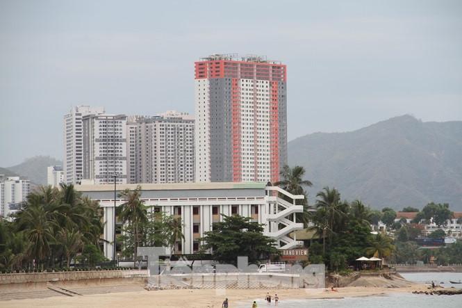 """Cao ốc, khách sạn chọc trời đua nhau """"che"""" mặt biển Nha Trang - Ảnh 3"""
