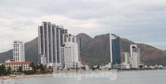 """Cao ốc, khách sạn chọc trời đua nhau """"che"""" mặt biển Nha Trang - Ảnh 7"""