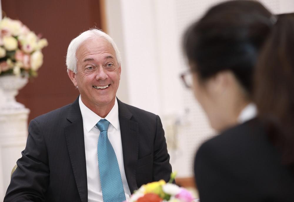 Giáo sư Mỹ lý giải vì sao bác sĩ Việt không cần học 'từ thấp lên cao' - Ảnh 1