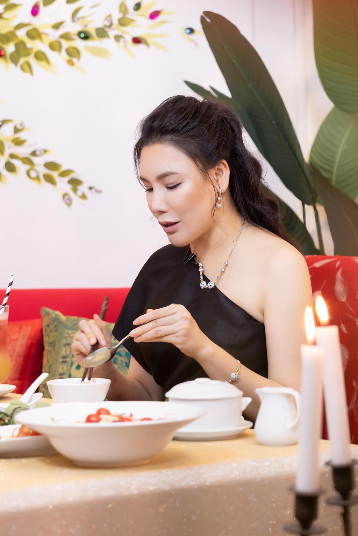 Hồ Quỳnh Hương: 'Tôi chảnh, rất lụy tình và tiêu tiền không cần đếm!' - Ảnh 4