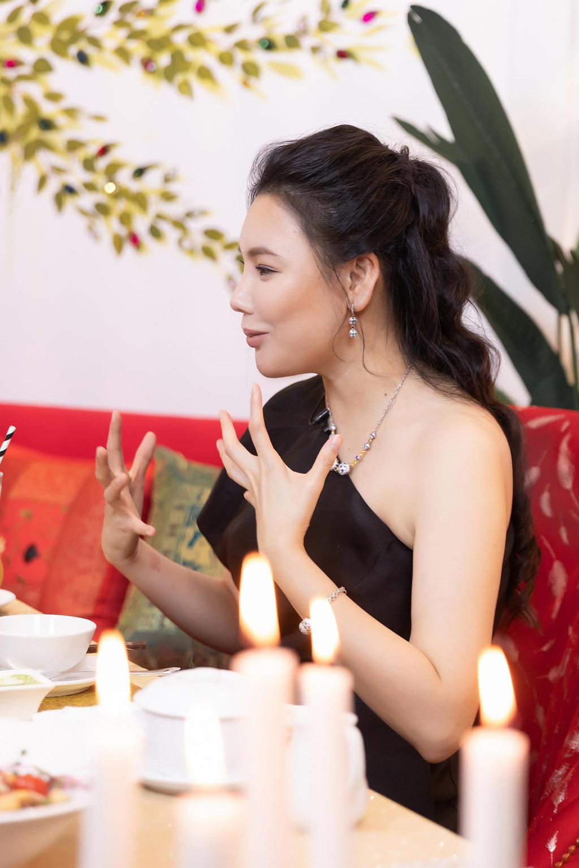 Hồ Quỳnh Hương: 'Tôi chảnh, rất lụy tình và tiêu tiền không cần đếm!' - Ảnh 5