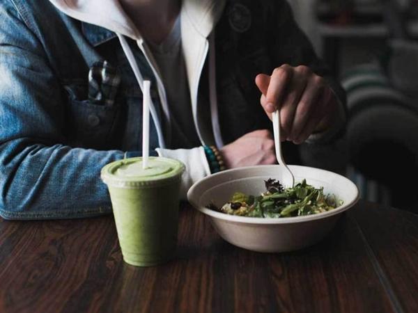 Vì sao ăn nhanh nuốt vội là thủ phạm khiến bạn mãi không giảm béo nổi? - Ảnh 1