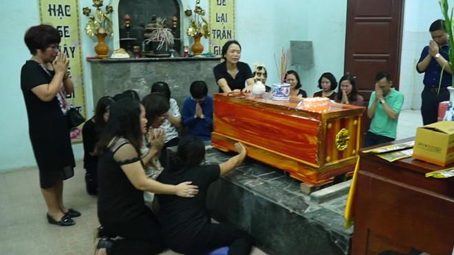 Vụ bé trai 6 tuổi tử vong vì bị bỏ quên trên xe đưa đón: Cái chết tức tưởi của đứa trẻ ngoan và đám người lớn quanh co kém đàng hoàng! - Ảnh 5