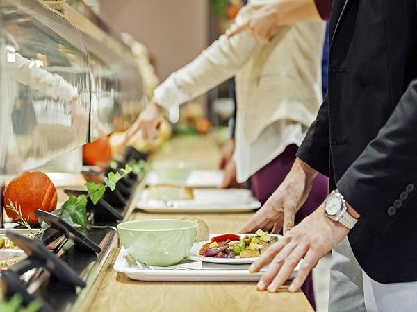 6 lời khuyên ăn uống lành mạnh mà dân văn phòng không nên bỏ qua - Ảnh 1