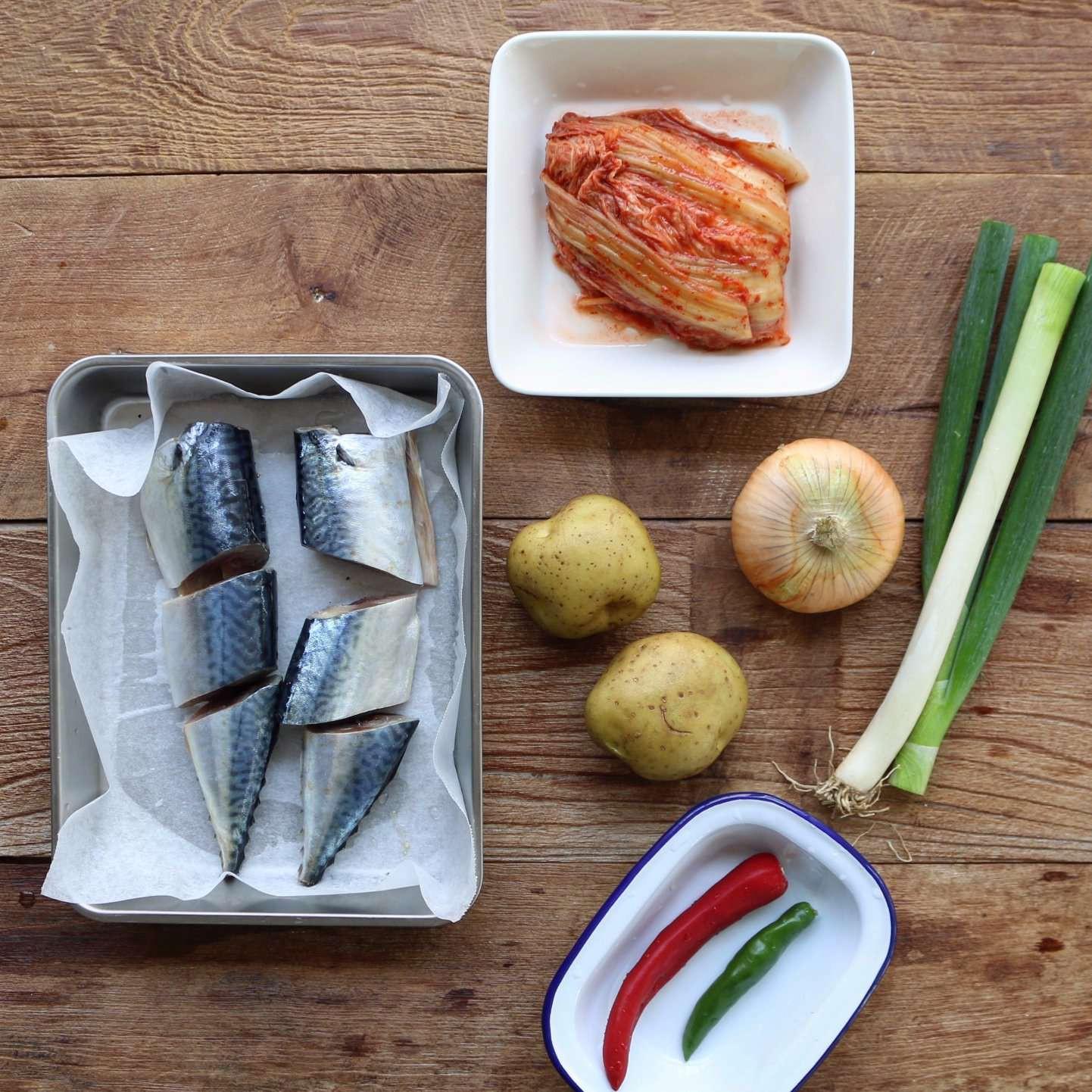 Nguyên liệu này bán đầy siêu thị, cho vào món cá kho thì ngon tuyệt vời - Ảnh 1