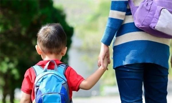 Quan sát kĩ những dấu hiệu bất thường của trẻ khi bắt đầu đi học, cha mẹ không được bỏ qua - Ảnh 2