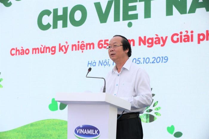 Vinamilk trồng 61.000 cây xanh và trao 119.000 ly sữa cho trẻ em Hà Nội nhân dịp 65 năm ngày giải phóng thủ đô - Ảnh 1
