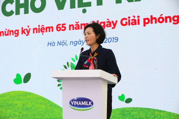 Vinamilk trồng 61.000 cây xanh và trao 119.000 ly sữa cho trẻ em Hà Nội nhân dịp 65 năm ngày giải phóng thủ đô - Ảnh 3
