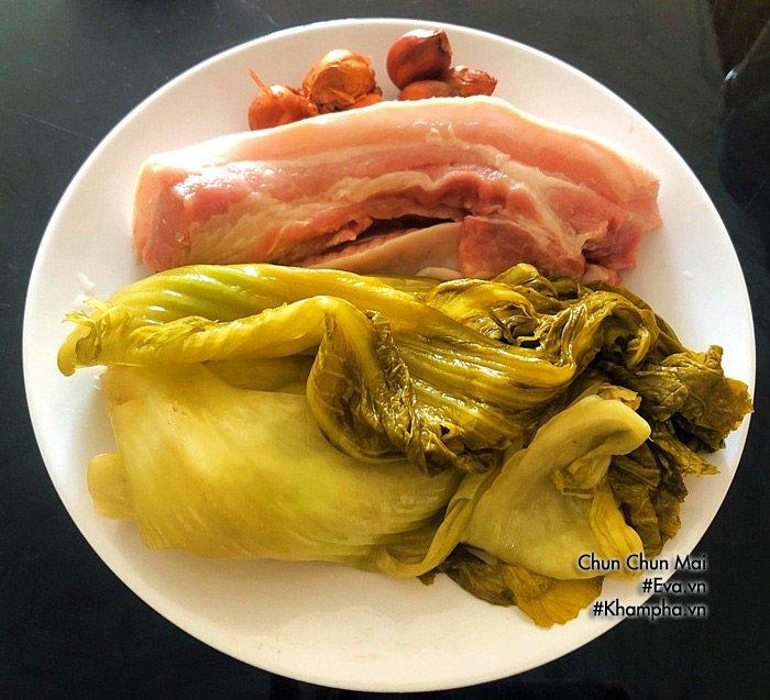 Thịt ba chỉ kho dưa cải chua khiến cơm nấu bao nhiêu cũng hết - Ảnh 1