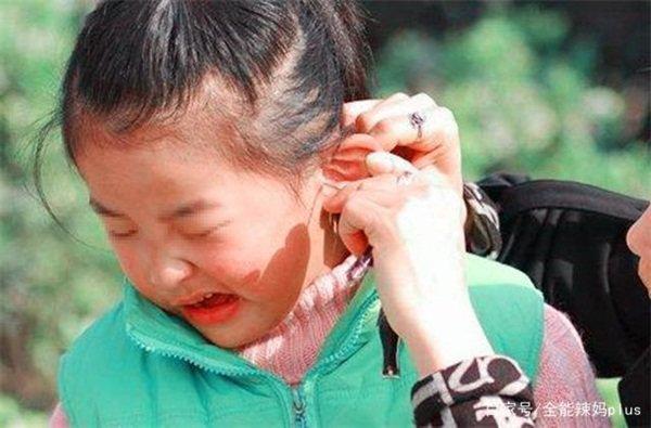 Bà cho dầu ăn vào tai đau của cháu gái, đến viện bác sĩ khen 'Bà cứu cháu bà đấy' - Ảnh 3