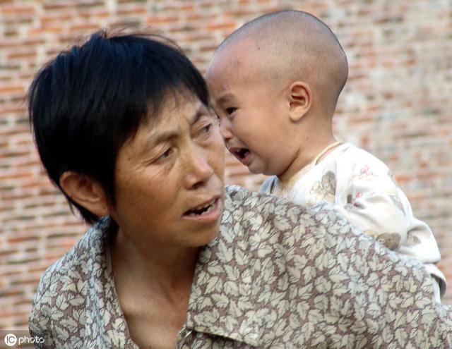 Bé trai đập bát phở của người bà và bài học dạy trẻ mà nhiều cha mẹ không ngờ tới - Ảnh 1