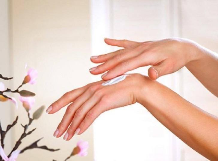 Cách đơn giản để xóa sạm da bàn tay - Ảnh 2