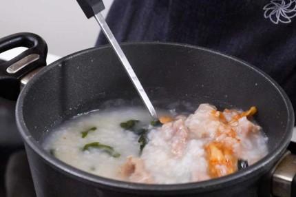 Học người Hàn cách nấu cháo thịt thơm ngon, ai thử cũng thích! - Ảnh 4