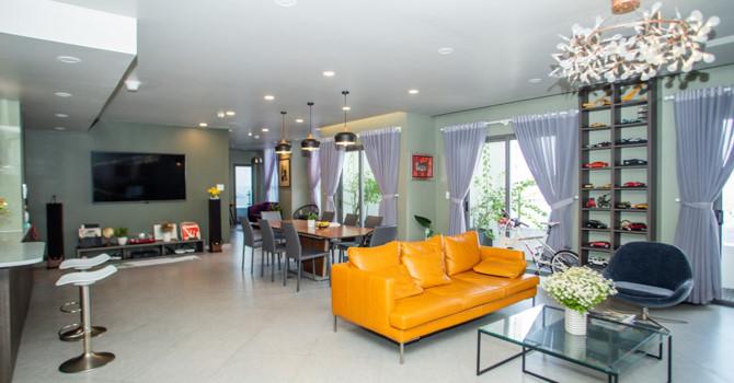 Chủ nhà gộp ba căn hộ để có phòng khách hơn 100 m2 - Ảnh 1