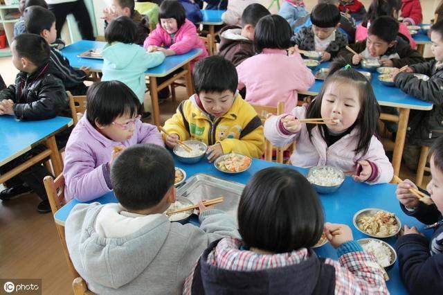 """Con 4 tuổi đi mẫu giáo nửa tháng sụt 3kg, mẹ đòi kiện thì bị cô nói cho """"muối mặt"""" - Ảnh 2"""