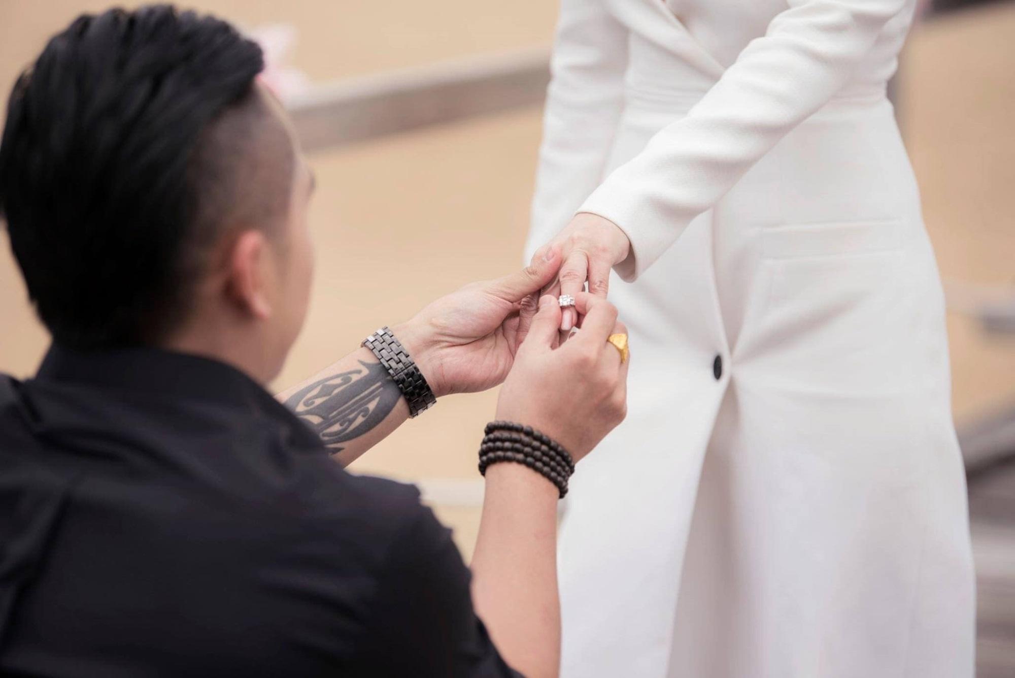 Vài ngày sau đám cưới, chị gái Ngọc Trinh nghẹn ngào trước cách con trai đối xử với cha dượng - Ảnh 4