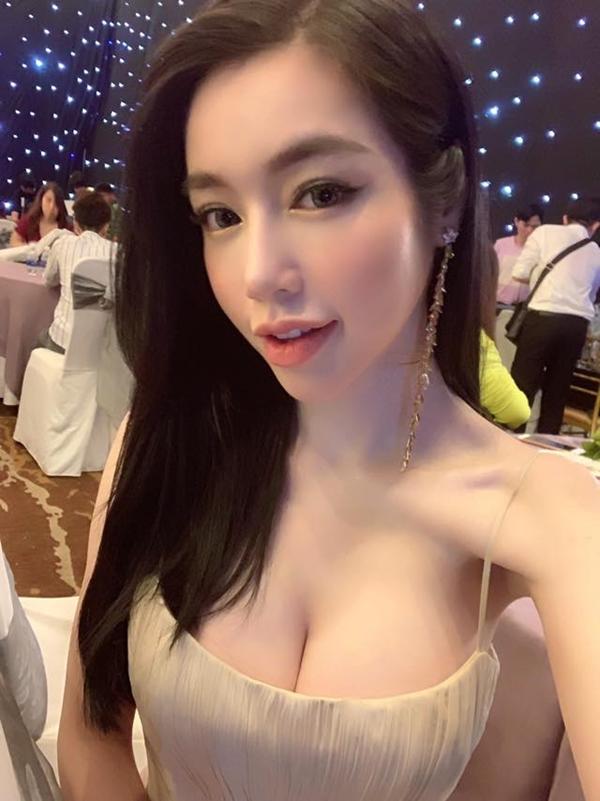 Khoe ngực 'ngồn ngộn', Elly Trần khiến fan sửng sốt khi lộ cánh tay gầy tong teo, xương xẩu - Ảnh 3