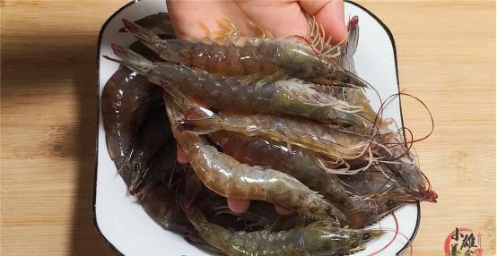 Người dân miền biển tiết lộ bí quyết nấu tôm không cần nước, tôm chín ngọt ngon, thơm đẫm vị - Ảnh 2