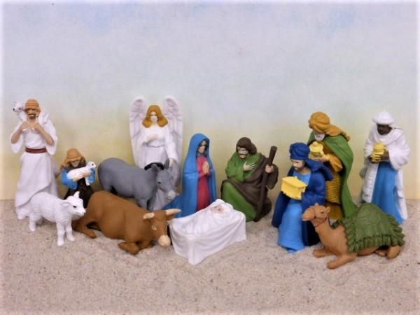 Khi làm mẫu hang đá Giáng sinh trong nhà cần chuẩn bị tượng đầy đủ