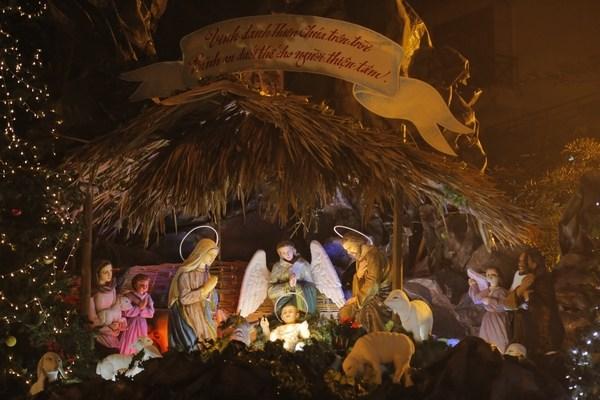 Mẫu hang đá đêm Giáng sinh đơn giản mà ấn tượng