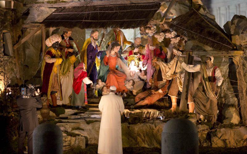 Đức Giáo hoàng làm lễ trước Hang đá Chúa giáng sinh