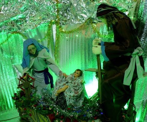 Cùng làm mẫu hang đá Giáng sinh kỉ niệm ngày Chúa ra đời