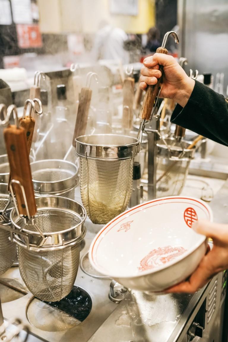 Món mì cay nhất Tokyo khiến thực khách vừa ăn vừa khóc - Ảnh 3
