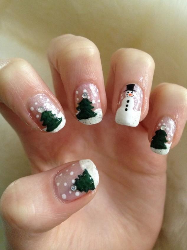 Mẫu nail cho giáng sinh với họa tiết cây thông và người tuyết đơn giản mà đẹp
