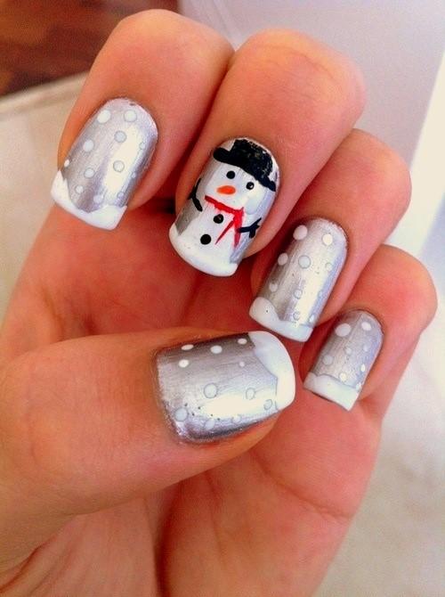 Mẫu vẽ nail giáng sinh người tuyết trong trời tuyết rơi