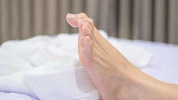 """Những dấu hiệu ở bàn chân dễ cảnh báo cơ thể mang """"trọng bệnh"""" - Ảnh 3"""