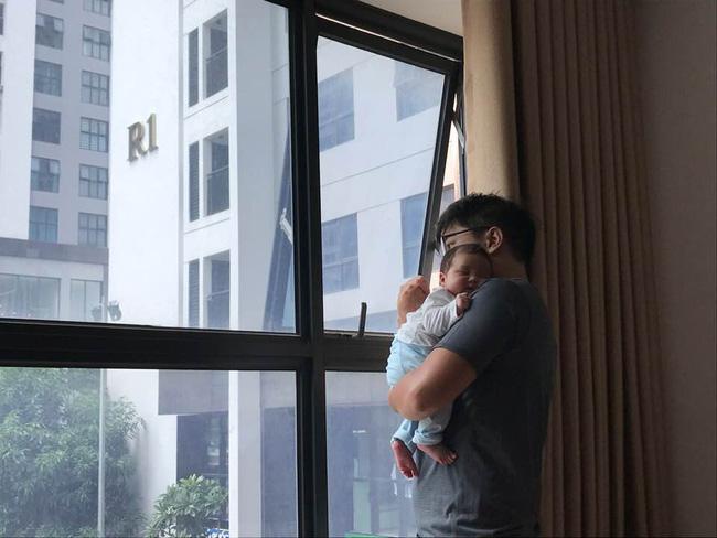 Con thức giấc 9-10 lần trong đêm, mẹ mất đúng 1 tuần luyện con ngủ xuyên đêm, giờ giấc chuẩn như đồng hồ báo thức - Ảnh 2
