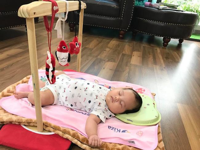 Con thức giấc 9-10 lần trong đêm, mẹ mất đúng 1 tuần luyện con ngủ xuyên đêm, giờ giấc chuẩn như đồng hồ báo thức - Ảnh 3